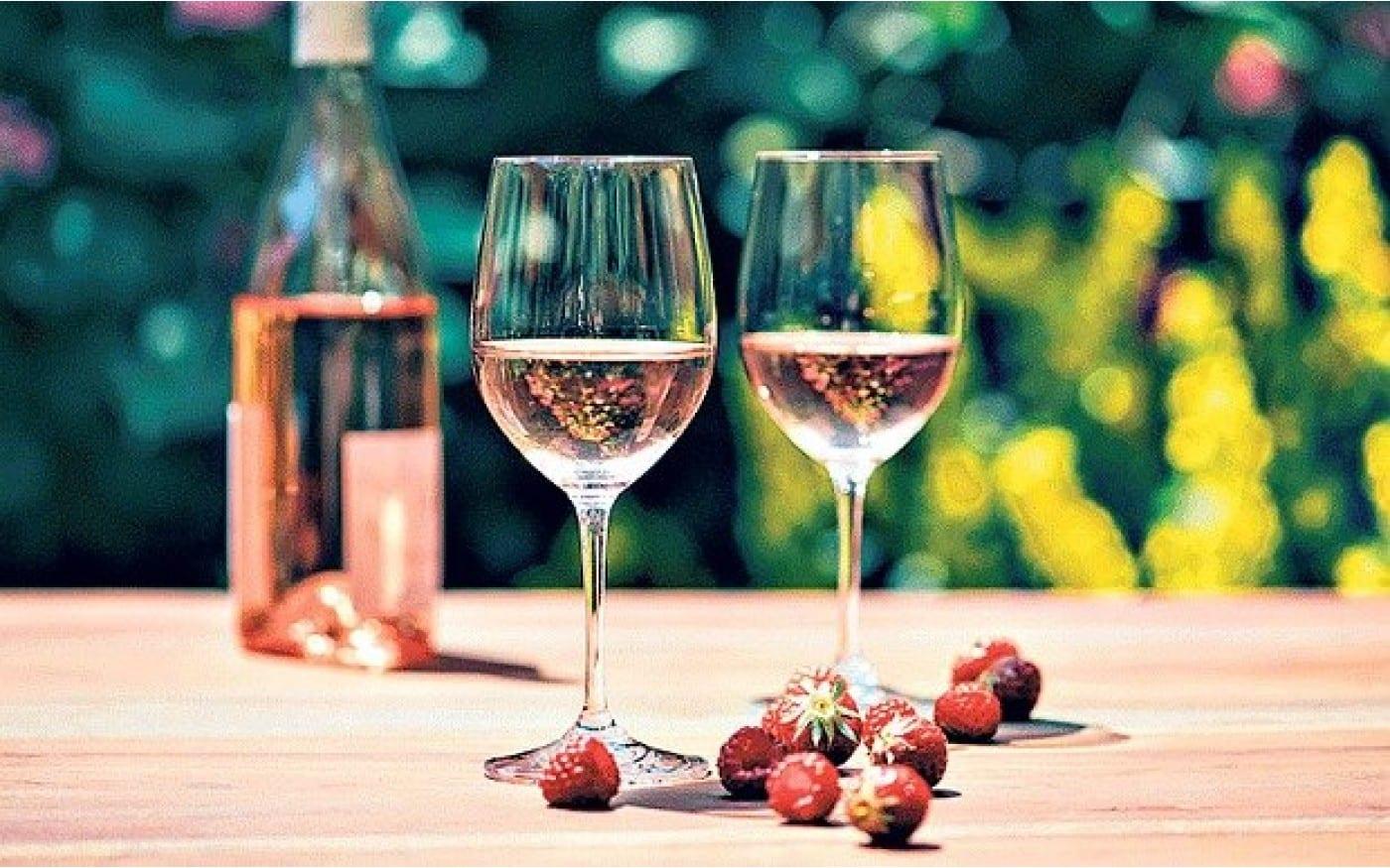 What Does Rosé Wine Taste Like? Is Rosé Sweet?