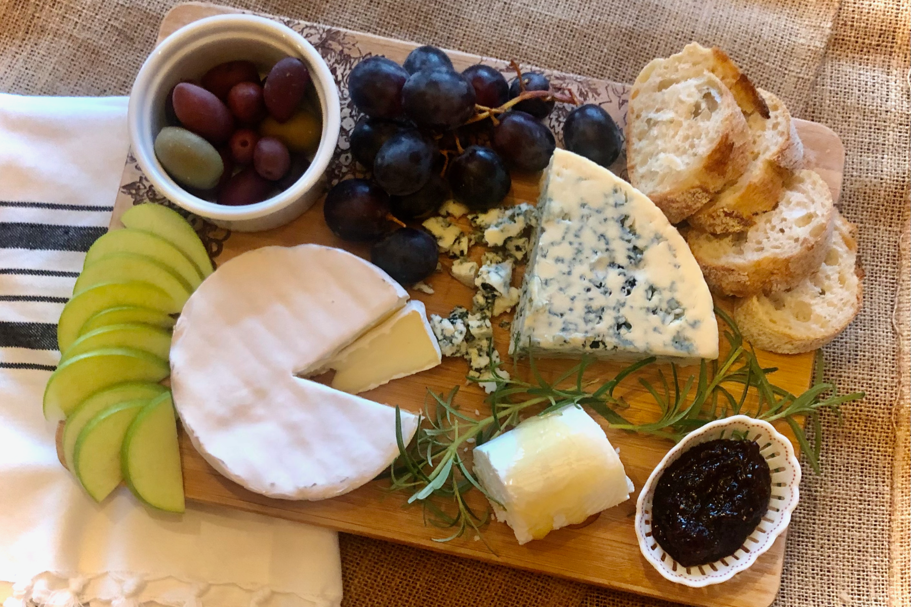 How to Make a French Cheese Board