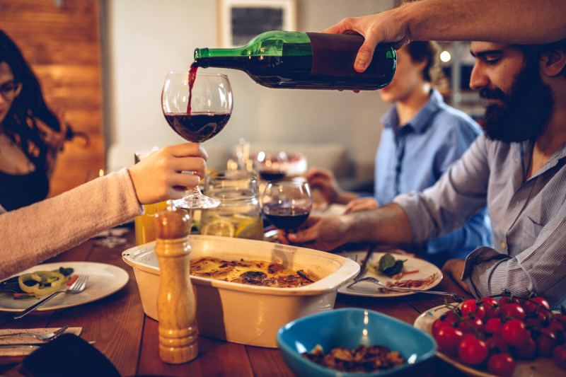 9 Dos of Drinking Wine - Fill Others Glasses Before Your Own