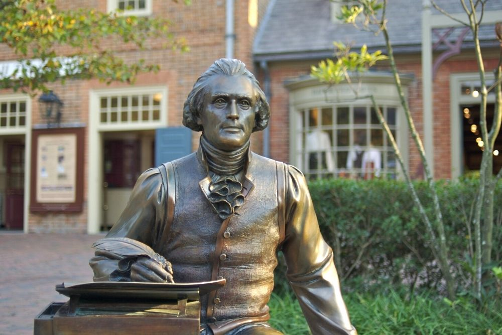 Statue of Thomas Jefferson with Quill in Hand